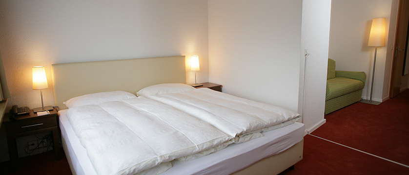Switzerland_Graubünden-Ski-Region_Arosa-Lenzerheide_Hotel_Sorrel_bedroom.jpg